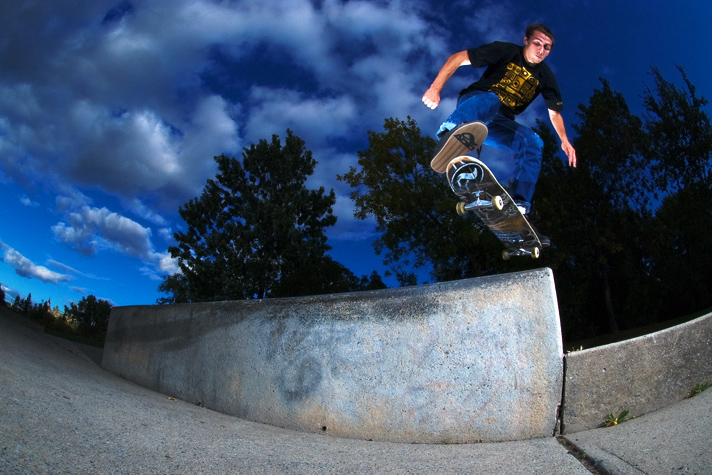 Aaron - Kickflip back Tail