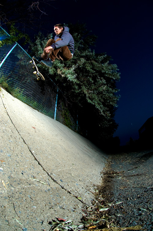 Aaron - Kickflip to fakie